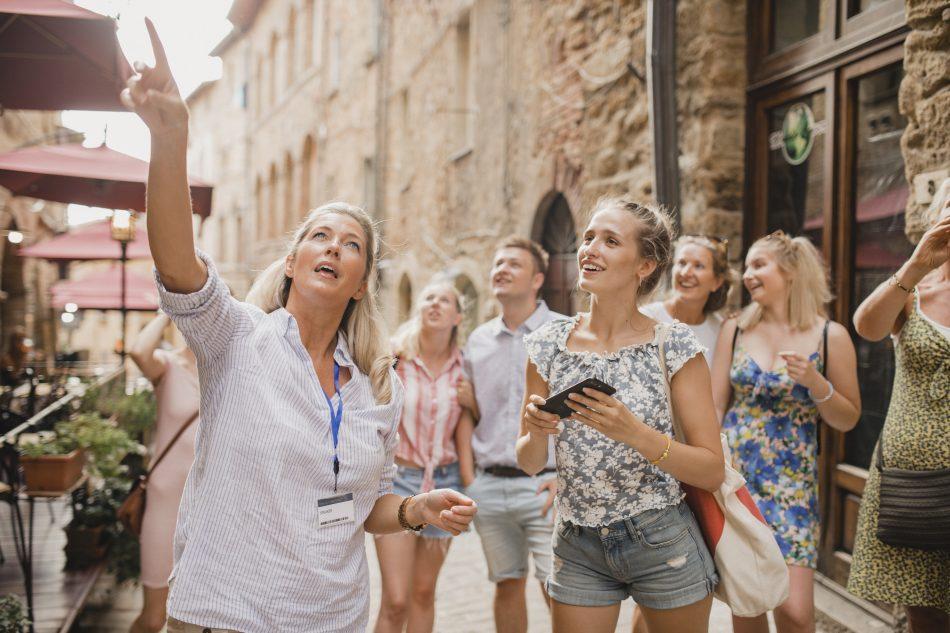VOUS TRAVAILLEZ DANS LE TOURISME : LES MÉTIERS DANS LESQUELS VOUS POURRIEZ VOUS RECONVERTIR