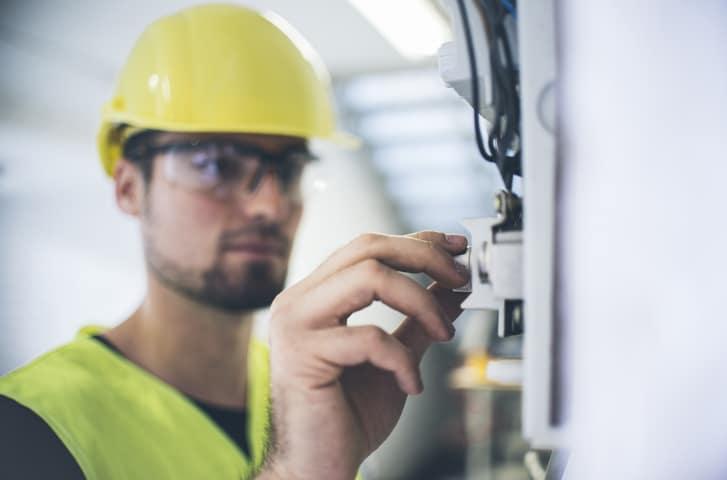 Le métier d'électricien vous attire mais vous hésitez ? Et si vous faisiez un bilan de compétences avec Orient'Action® pour sécuriser votre reconversion ?