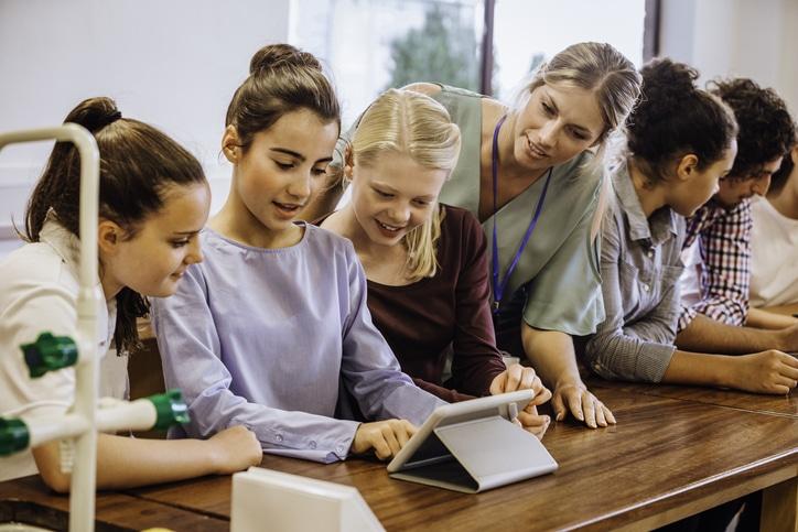 Êtes-vous fait pour le métier d'éducateur ? Et si vous réalisiez un bilan de compétences avec Orient'Action®pour vous en assurer ?