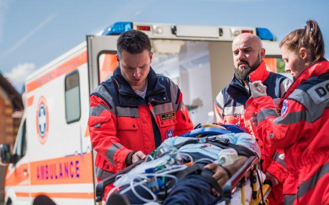 ambulancier, métier; accès au métier, santé, formation, compétences requises, reconversion professionnelle, accompagnement Orient'Action