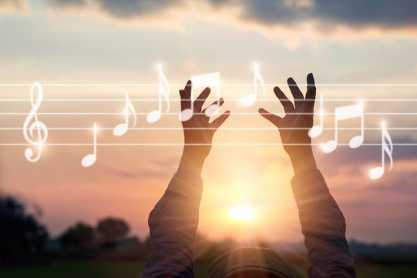 musique relaxante, écouter de la musique, se détendre, décompresser, journée stressante, stress au travail, lâcher-prise, gérer son stress et ses émotions avec Orient'Action