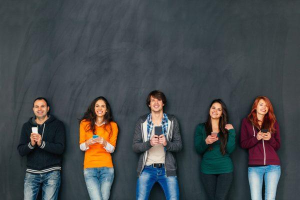 mobilité hybride pour les étudiants, erasmus,présentiel, distanciel, faire ses études, avantages, inconvénients, mobilité réduite, enjeux, échanges internationaux, bilan d'orientation scolaire Orient'Action